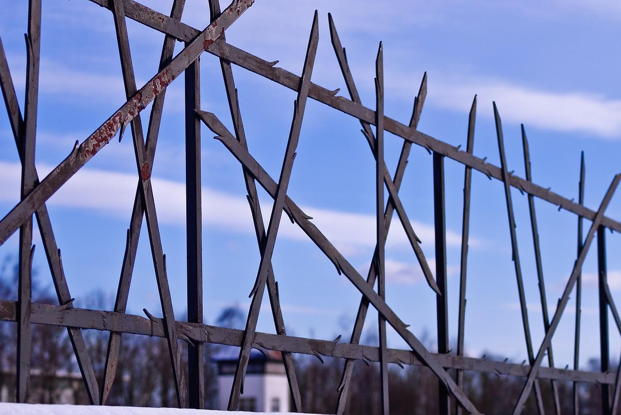 barbed spike fence